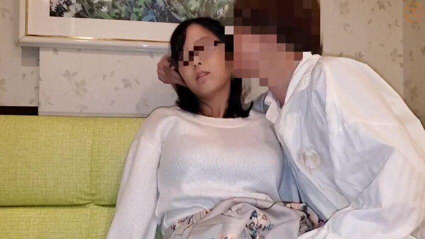 FC2-PPV-1545487 JAV uncensored(無修正)->【個人】地味で眼鏡な巨乳妻、大量潮吹きで泣き叫び他人棒に中出しされる。