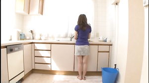 A Mother Has Sex With Her Son Two Seconds After Her Husband Leaves The House (Ayumi Shinoda) [VENU-655]