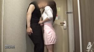 FC2 PPV 869080 【個人撮影】騎乗位しながらの乳首舐めがエロい、スレンダーな女子大生のえりかちゃん
